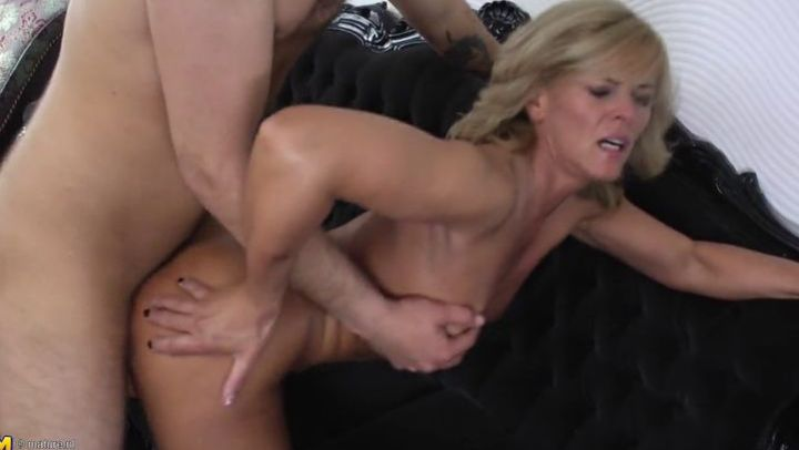 snack on friends mom ass porn